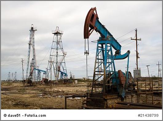 Eine Pumpe fördert Erdöl nach Jahrmillionen ans Tageslicht