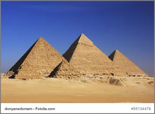 Die Pyramiden im ägyptischen Gizeh
