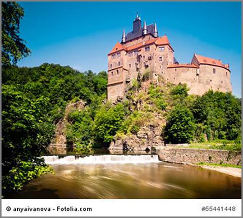 Die Burg Kriebstein thront über dem Fluss