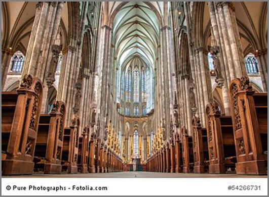 Der Kölner Dom mit Blick auf den Altar