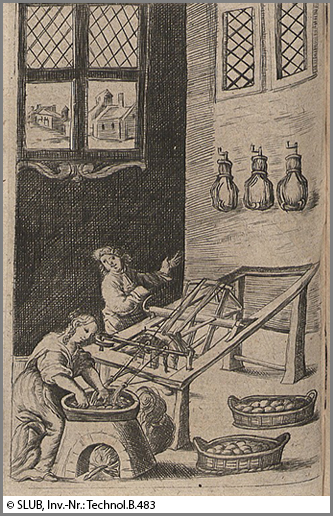 Alles Handarbeit: Seidenwirker in einer Manufaktur