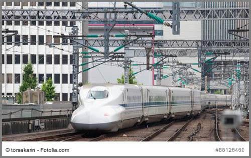 Flink trotz Gegenwind: ein Schnellzug in Japan