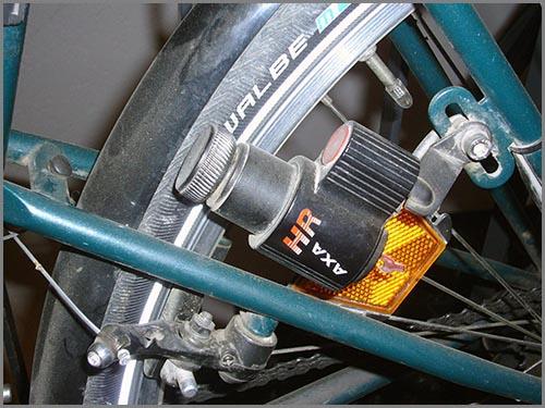 Ein kleiner Stromgenerator: der Fahrraddynamo