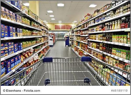 Ohne Erdöl nicht so prall gefüllt: Regale im Supermarkt