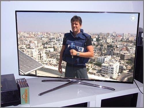 Trägt nicht umsonst eine kugelsichere Weste: ein Reporter im nahen Osten