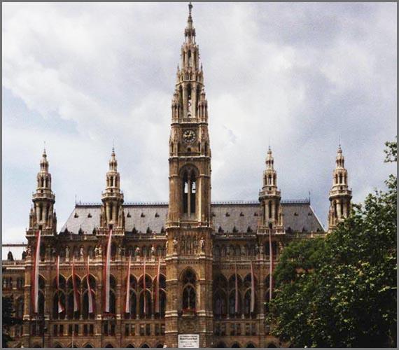 Sieht fast so aus wie eine gotische Kathedrale: das historistische Rathaus von Wien