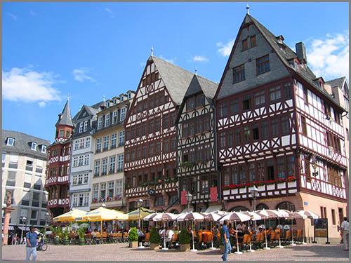 Wurde nach dem Krieg wieder aufgebaut: der Römer in Frankfurt am Main